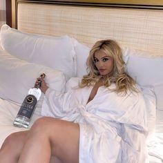 Bebe Rexa, Celebs, Celebrities, Britney Spears, Celebrity News, White Dress, Deer Wedding, Wedding Ring, Coat