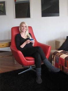 Tänään Muotoiluhuone sai aivan ihanan lahjan yrittäjälle. Kyllä tässä tuolissa malttaa viettää kahvitauon, jos toisenkin. Kiitos Johanna!