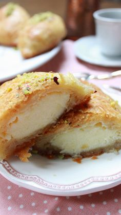 cruasán-árabe-relleno Cookie Recipes, Dessert Recipes, Desserts, Sem Gluten Sem Lactose, Good Morning Breakfast, Arabian Food, Pan Dulce, French Pastries, Turkish Recipes