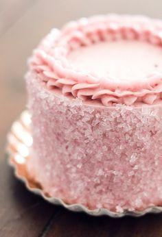 Bolo com cristais de açúcar colorido