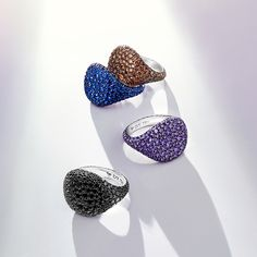 Make a statement with these gorgeous David Yurman Pavé Pinky Rings.