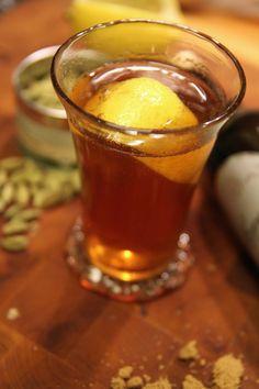 Varm drink med mörk rom, äpplemust, kanel, citron och earl grey.