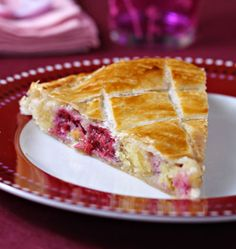 Galette des rois with frangipane and raspberries - Ôdélices cooking recipes - - Gourmet Recipes, Sweet Recipes, Cake Recipes, Cooking Recipes, Waffel Vegan, Easy No Bake Desserts, Almond Cakes, Breakfast Dessert, Vegan Sweets
