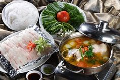 Cá diêu hồnglà một trong những loại cá chứa nhiều chất dinh dưỡng mang đến cho món ăn những hương vị thơm ngon ngọt thịt. Hơn thế nữa từ loại cá này bạn còn có thể chế biến được vô số các món ăn đa dạng tuyệt vời và trong số đó không thể bỏ qua lẩu cá điêu hồng nóng hổi vừa thổi vừa ăn.Lẩu cá diêu hồnglà cái tên khá quen thuộc đối với những bữa ăn gia đình vì cách chế biến đơn giản nhưng mùi vị lại vô cùng quyến rũ.  Chi tiếthttp://bit.ly/2u1GXMC  Hôm nay cùng tham khảo qua cách nấu lẩu cá…