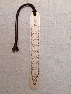 Ijs bladwijzer hout verbrand bladwijzer Pyrograhy Bookmark We believe that tattooing could be a method that has been used since … Wood Burning Crafts, Wood Burning Patterns, Wood Burning Art, Cute Crafts, Craft Stick Crafts, Wood Crafts, Diy Wood, Craft Sticks, Diy Crafts