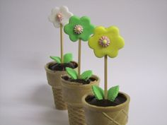 גינה לי חביבה - עציצי פרחים לכבוד טו בשבט Activities For Kids, Crafts For Kids, Cupcake Cakes, Cupcakes, Eve, Preschool, Projects To Try, Memories, Cookies