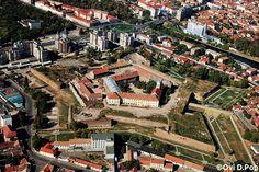 Cetatea din Oradea | Oradea in imagini Romania Travel, Paris Skyline, Country, City, Places, Google, Beautiful, Romania, Park
