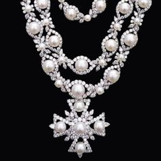 This Van Cleef & Arpels Necklace Is an Heirloom in the Making Lady Fingers, Van Cleef Arpels, Japanese Prints, Horse Hair, Wall Sculptures, Different Styles, Pearl Necklace, Gems, Jewels