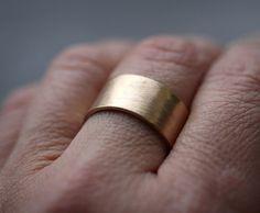 Herren Gold Wedding Band 10 mm breit gebürstet flach 10k