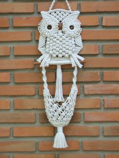 "Macrame wall hanging 'White Owl and its Nest', a beautiful piece of handiwork macramé, made of poly cotton (cotton + polyester) twisted cord in off-white color and wooden beads, the nest is used for mini storage. Size: 7½"" width x 19"" Length (19.0 x 48.0 cm- the length not include its hanger) Shipping: I ship worldwide, the item will be shipped within 5-7 business days of receiving payment. The standard method is registered air mail (by Thailand Post), typically delivered within 7-14…"