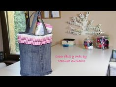 Ideas to upcycle jeans: make a tote bag. Denim Bag, Denim Jeans, Dora, Craft Room Design, Estilo Hippie, Denim Crafts, Fabric Bags, Learn To Sew, Handmade Bags