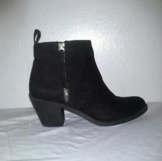 Forever 21 boots 5.5 +Great used condition; normal wear +Brand: Forever 21 +Size:5.5 +Ankle boots +Zipper on one side Forever 21 Shoes Ankle Boots & Booties