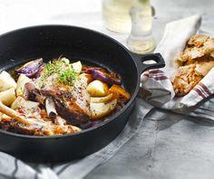 Το πιο εύκολο και το πιο νόστιμο κότσι αρνιού στο φούρνο! Η νέα μου πρόταση για το πασχαλινό τραπέζι. Greek Easter, Food Categories, Easter Recipes, Paella, Pork, Meat, Ethnic Recipes, Kale Stir Fry, Pork Chops