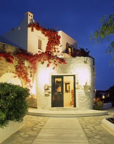 The welcoming entrance of Yria Luxury Resort & Spa Paros...