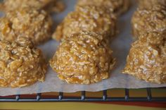 No Bake Pumpkin Oatmeal Cookies are great for an afterschool snack or bedtime treat for your family! (Also Freezer friendly)