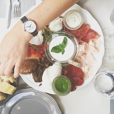 Pour Lisa de la jolie team VeryMojo ce sera mozarella au déjeuner Yummy ! #verymojo #montre #watches #feelgood #mozarella #lunch #break #monday #yummy ► www.verymojo.com ◄