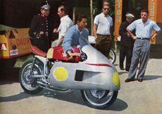 La moto et ses (larges) à-côtés