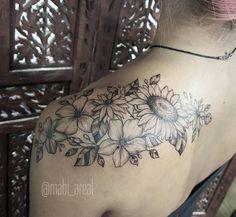 Rolou agora pouco no @rioinktattoo #tattoo #tatuagem #ink #inked #flor #florestattoo #flower #flowertattoo #flowers #girassol #margarida #hachura #blackwork #riodejaneirotattoo #riodejaneiro #brasil #inkfeeltattoo