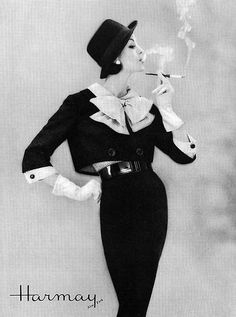 Find images and videos about fashion, vintage and retro on We Heart It - the app to get lost in what you love. Vogue Fashion, 1950s Fashion, Fashion Models, Vintage Fashion, Ad Fashion, Fashion Styles, Fashion Trends, Vintage Glamour, Vintage Ladies