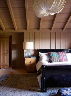 Bedroom in a historic Craftsman house in Ojai, design by Commune. Via desire to inspire.
