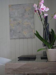 Kodin työpisteellä Glass Vase, Home Decor, Decoration Home, Room Decor, Home Interior Design, Home Decoration, Interior Design