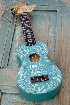 The ukulele of the first serenade Ukulele Art, Cool Ukulele, Ukulele Songs, Ukulele Chords, Guitar Art, Luna Ukulele, Ukulele Tumblr, Ukelele Painted, Ukulele Design