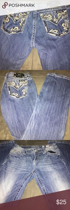 Miss me jeans sz 28 relaxed boot cut Miss me jeans sz 28 relaxed boot cut button miss on patch inseam is 32 Miss Me Jeans Boot Cut