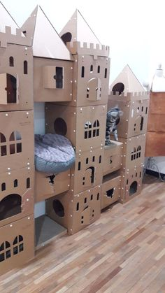 Cat Castle - If I were to have cats - - diy Furniture Makeovers Ideen - Katzen Diy Pour Chien, Diy Jouet Pour Chat, Cardboard Cat House, Cardboard Boxes, Cat Castle, Cat House Diy, Diy Cat Tree, Cat Towers, Cat Playground