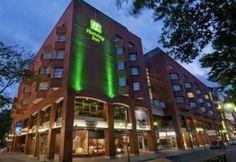 Holiday Inn Mannheim City Centre:  This modern 4-star hotel is just a short walk from the Mannheim Palace.  http://www.mannheim-hotel.com/holiday-inn-mannheim-city-centre/