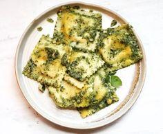 Sweet Corn & Burrata Ravioli with Artichoke Pesto Pesto Ravioli, Cheese Ravioli, Ravioli Recipe, Pasta Recipes, Dinner Recipes, Sweet Corn, Italian Dishes, Artichoke, Pasta Dishes