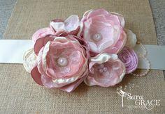 "Faja de maternidad ""Tickle Me Pink"" Couture (blush vintage, rosa claro, marfil, encaje, satén, gasa, perlas)"