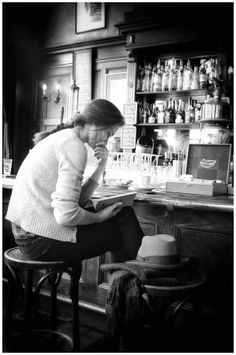 The Reader. Edwin Loekemeijer. Cafe life. Re-pinned by: http://sunnydaypublishing.com