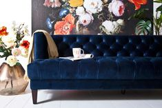 Beautiful sofa from the Vogue collection by Eleonora. This sofa has wooden legs and the seat is covered with beautiful velvet. The stitching on the sofa creates a beautiful whole. Velvet Chesterfield Sofa, Blue Velvet Sofa, Vintage Sofa, Vintage Furniture, Vases, Cosy Sofa, Living Room Decor, Bedroom Decor, 5 Seater Sofa