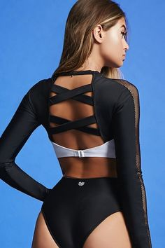 69f92090fc An athletic crop top in a stretch-knit featuring contrast chest panels
