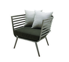 Designed by Carsten Astheimer, the Vista lounge chair by Gloster embodies a high-fashion aesthetic with its arresting powder coated aluminum frame in a Tungsten finish. Outdoor Lounge, Outdoor Spaces, Outdoor Chairs, Outdoor Decor, Teak Outdoor Furniture, Modern Furniture, Villa, Modern Luxury, Restaurant