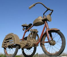 Now that's an old school trike Vintage Bicycles, Vintage Motorcycles, Cars And Motorcycles, Antique Toys, Vintage Toys, Velo Retro, Trike Motorcycle, Motorized Bicycle, 3rd Wheel