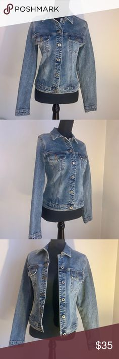 Shop Women s Silver Jeans Blue size M Jean Jackets at a discounted price at  Poshmark. 7b6097674