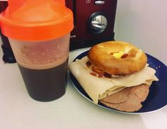 Post workout refuel protein shake! Plus egg chicken and beef bagel!  #highprotein #chocolateprotein #eggs #bagel #beef #90daysss #90daysssplan #thebodycoach #icaniwill #refuel