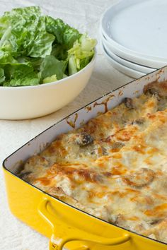 Cold Weather Recipe: Cheesy Chicken and Mushroom Lasagna. This chicken and mushroom lasagna is a simple enough dish to wow your family on a weeknight, but it's also special enough to impress at a dinner party for your foodiest friends. Mushroom Lasagna, Sausage Lasagna, Stuffed Mushrooms, Stuffed Peppers, Chicken Recipes, Lasagna Recipes, Pasta Recipes, Recipe Chicken, Comfort Food