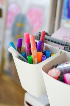 IKEA crafts supply caddy for kids | Bastelwagen DIY für Kinder   #ikea #crafts #supply #storage #organisation #diy #kids #craftswithkids #basteln #kinderbastelei #bastelei #malen #kinderzimmer #kidsroom #craftscaddy #storagesolution #creative #ideas