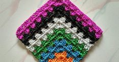 A crochet blog dedicated to bags !! Granny Square Pattern Free, Crochet Doily Patterns, Granny Square Crochet Pattern, Crochet Squares, Granny Squares, Free Pattern, Scrap Yarn Crochet, Crochet Quilt, Bead Crochet