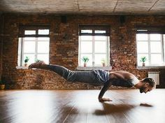 GET RIPPED AT HOME WITH THE MUSCLE SCULPTER WORKOUT | Too cold to hit the gym? This fast-paced home circuit is for you