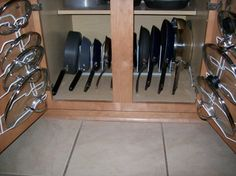 Instead of vertical stacking consider horizontal, with baking pan separators Apartment Kitchen Organization, Diy Kitchen Storage, Kitchen Cabinet Organization, Home Organization Hacks, Organizing Ideas For Kitchen, Kitchen Room Design, Kitchen Decor, Small Kitchen Cabinets, Cupboards