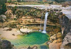 Beceite - El río Matarraña nace en los Puertos de Beceite en la comarca del Matarraña en Teruel y desemboca en el río Ebro a la altura la localidad de Fayón