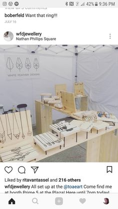 Love the wood displays and how they are all elevated Market Stall Display, Market Displays, Jewellery Storage, Jewellery Display, Wood Jewelry Display, Accessories Display, Craft Booth Displays, Display Ideas, Bg Design