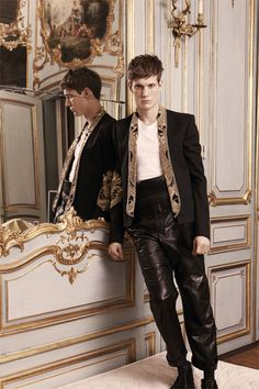 EXTREME SHAWL COLLAR. balmain-paris-fashion-week-fall-2013-05.jpg