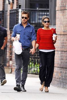 Soda Pop: Going Strong Couple Alert – Eva Mendes and Ryan Gosling   Ryan Gosling and Eva Mendes after grabbing coffee in NYC