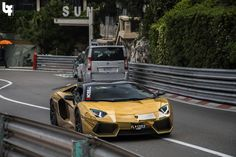 supercars-photography:  Lamborghini Aventador LP700-4 by Bas...