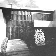 Detalle de la entrada, Casa en Lomas, Paseo de Lomas Altas 141, Lomas de Chapultepec, México DF 1952   Arq. Jorge González Reyna - Entrance to a house in Lomas de Chapultepec, Mexico City 1952