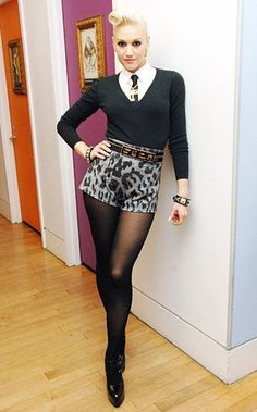 Gwen Stefani sexy outfit with sheer black fishnets pantyhose and heels Gwen Stefani Mode, Gwen Stefani Style, Gwen Stefani Fashion, Gwen Stefani Music, Rock Chic, Love Her Style, Style Me, 90s Style, Trendy Style